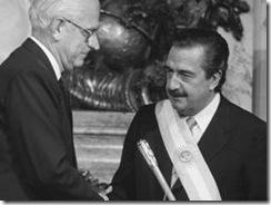 1983 asume presidencia